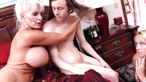 divini Rae pompinosesso massaggio DVD