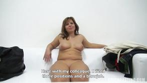 Procace brunetta anale sesso